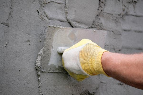 oprava díry ve zdi omítka doma