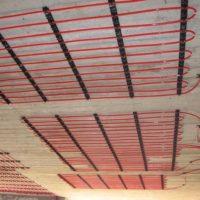 TIP: místo podlahového zkuste stropní vytápění (a chlazení)