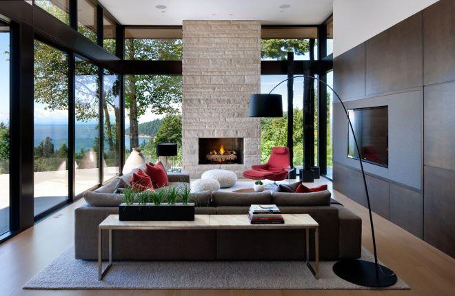 bydlení velká okna krb