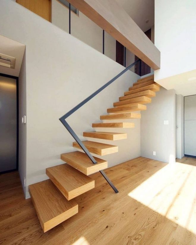 drevené schodisko kovové zábradlie