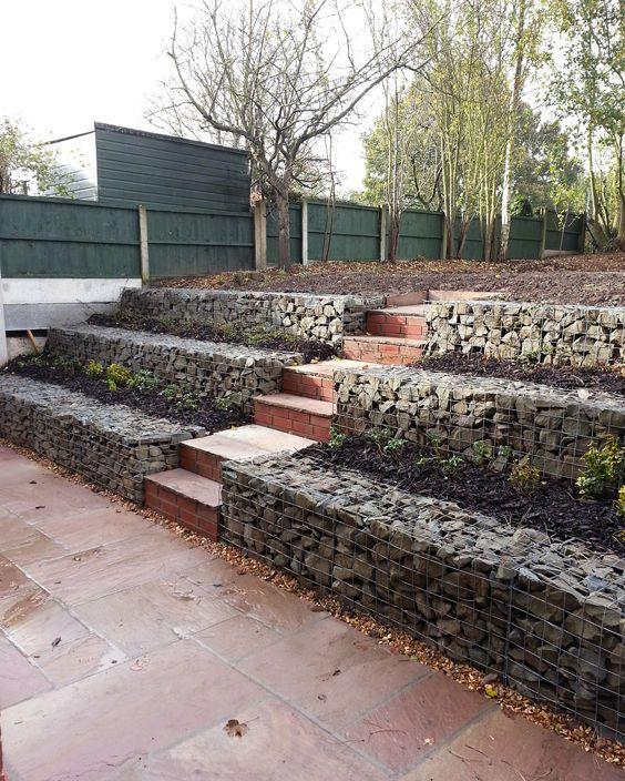 okrasná zahrada svah gabion
