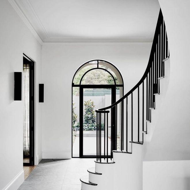 točíté schodisko interiérové