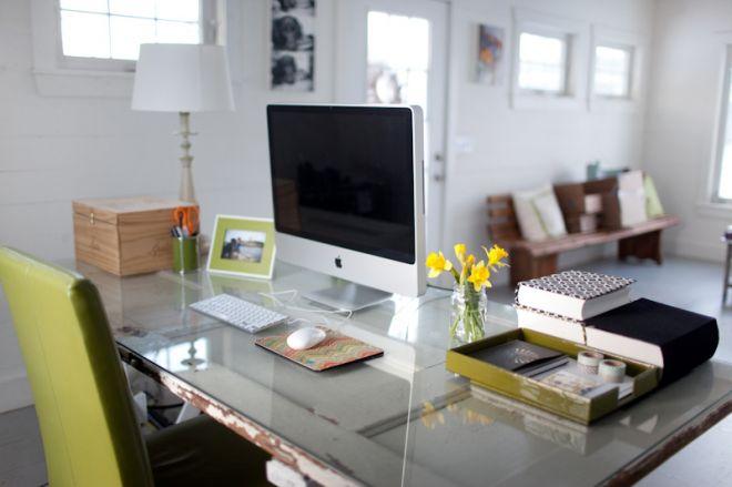 Domácí pracovna v minimalistickém vzhledu dle feng shui