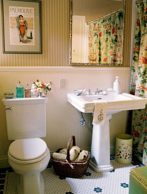 Moderní koupelna a květinové závěsy