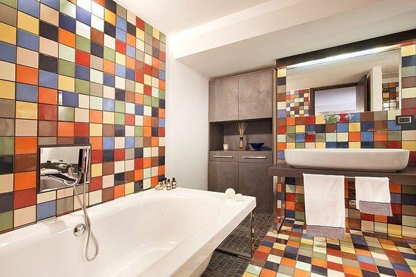 Barevné obklady do moderní koupelny