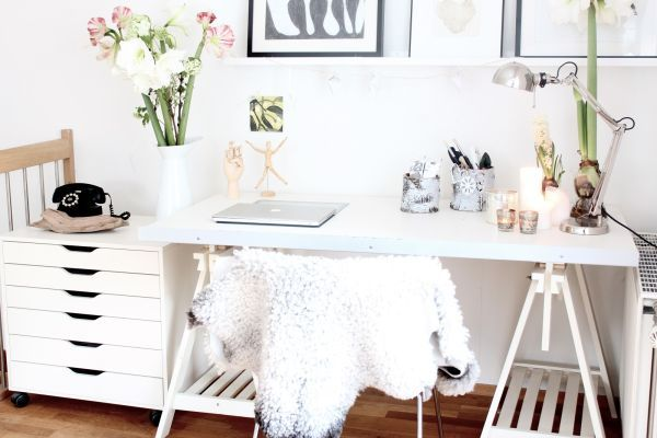 Domáca pracovňa v minimalistickom štýle