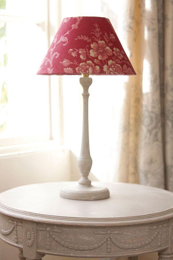 Lampička s tienidlom, dekorácia v provensálskom štýle