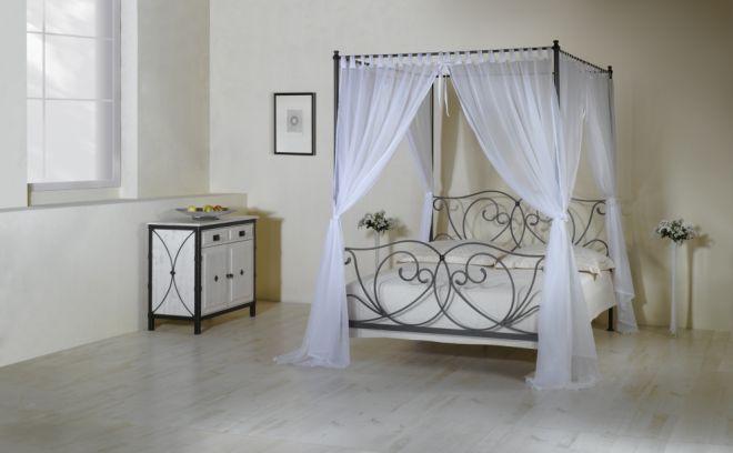 romantická manželská postel