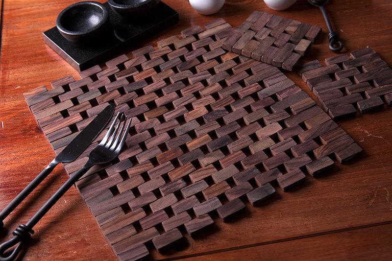 Dřevěné prostírání na stůl